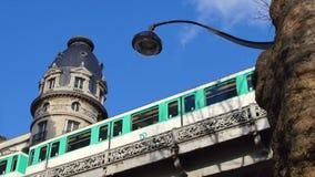 Métro Train-Eiffel Tour-Paris banque de vidéos