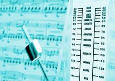 Métronome et rayure de musique Photos libres de droits