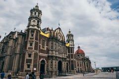 MÉXICO - 20 DE SEPTIEMBRE: Basílica vieja de nuestra señora Guadalupe el día después del terremoto Fotos de archivo libres de regalías