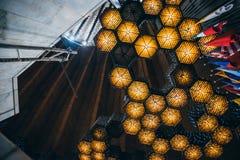 MÉXICO - 20 DE SEPTIEMBRE: Lámparas del techo en la basílica de nuestra señora Guadalupe Imágenes de archivo libres de regalías