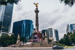 MÉXICO - 20 DE SEPTIEMBRE: Plaza del monumento del ángel de la independencia en Paseo Reforma Imagen de archivo libre de regalías
