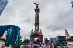MÉXICO - 20 DE SEPTIEMBRE: Plaza del monumento del ángel de la independencia en Paseo Reforma Imágenes de archivo libres de regalías