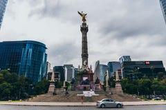 MÉXICO - 20 DE SEPTIEMBRE: Plaza del monumento del ángel de la independencia en Paseo Reforma Fotos de archivo libres de regalías