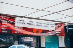 MÉXICO - 20 DE SEPTIEMBRE: Soporte del taco que ofrece la comida libre a los salvadores que intentan ayudar a víctimas del terrem Imagen de archivo libre de regalías