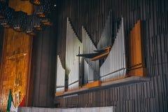 MÉXICO - 20 DE SEPTIEMBRE: Tubos de órgano en la basílica de nuestra señora Guadalupe el día después del terremoto Imagenes de archivo