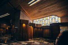 MÉXICO - 20 DE SEPTIEMBRE: Vidrio adornado en la basílica de nuestra señora Guadalupe el día después del terremoto Foto de archivo libre de regalías