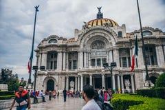 MÉXICO - 20 DE SEPTIEMBRE: Vista delantera del palacio de bellas arte Fotos de archivo