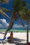 México en toma de la playa bajo la palma Fotos de archivo libres de regalías