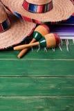 México pone verde los sombreros mexicanos de madera marcha de Mayo del cinco del fondo imágenes de archivo libres de regalías