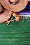 México pone verde los sombreros mexicanos de madera marcha de Mayo del cinco del fondo fotografía de archivo libre de regalías