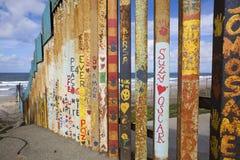 México - Tijuana - a parede da vergonha imagens de stock royalty free