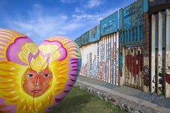 México - Tijuana - a parede da vergonha imagens de stock