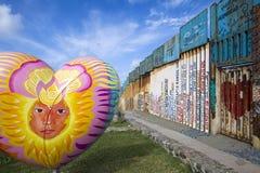 México - Tijuana - a parede da vergonha imagem de stock