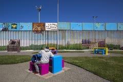 México - Tijuana - a parede da vergonha fotos de stock royalty free