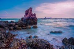 M?me la mer sur le ciel bleu photos stock