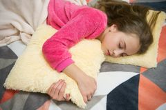 Même la relaxation avant sommeil Concept de garde d'enfants Relaxation agréable de temps Santé mentale et positivité Libre guidé photographie stock libre de droits