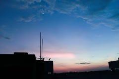 Même la silhouette bleue d'heure Image stock