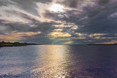 Même tombe au-dessus de l'Océan Atlantique chez Orkneys Image stock
