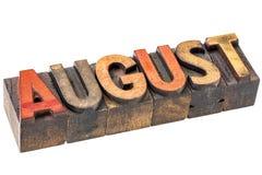 Mês de agosto no tipo de madeira fotografia de stock