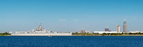 Móbil, Alabama, skyline com U S S Alabama dentro para Fotografia de Stock