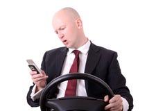 Móbil ao conduzir Imagem de Stock