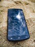 Móbil na areia com as nuvens na tela Fotografia de Stock Royalty Free