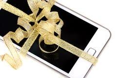 Móbil, pilha-telefone com fita do ouro Foto de Stock