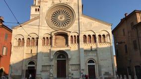 280818 Módena, Italia - fachada del sitio de la herencia de la UNESCO de la iglesia de la catedral del Duomo, iglesia Románica metrajes