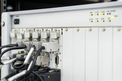 Módulo eletrônico com muitos cabos e conectores conectados fotografia de stock royalty free