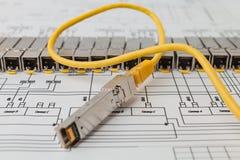Módulos da rede de SFP para o interruptor de rede e o cabo de remendo Fotos de Stock