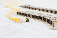 Módulos da rede de SFP para o interruptor de rede, o cabo de remendo e o diod Foto de Stock Royalty Free