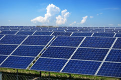 Módulos fotovoltaicos de la industria Imagen de archivo