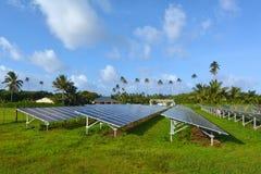 Módulos solares del picovoltio en el cocinero Islands de Rarotonga Fotos de archivo