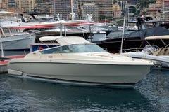 Mónaco - barco de motor en el puerto Hércules Foto de archivo libre de regalías