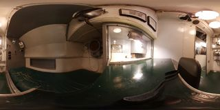 MÓVIL - 12 DE MAYO: El tambor submarino de USS, opinión de 360 VR dentro de este Gato - clasifique el submarino, que está dentro  Fotografía de archivo libre de regalías