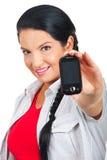 Móvil del teléfono de la explotación agrícola de la mujer Foto de archivo libre de regalías