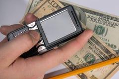 Móvil y dinero imagen de archivo libre de regalías