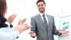 Mówca komunikuje z widownią po prezentaci zdjęcie stock