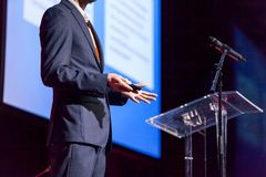 Mówca przy biznesową konferencją lub prezentacją fotografia stock