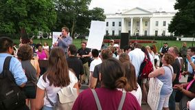 Mówcy przy protestem przy Białym domem w Lipu zbiory