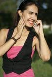 mówi młody kobiet telefon Fotografia Royalty Free