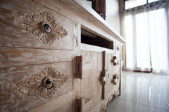 Möbel in der klassischen Balineseart führen helles Holz einzeln auf Lizenzfreies Stockfoto