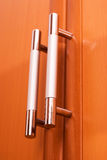 Möbelgriffe auf den Türen Lizenzfreies Stockbild