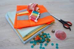 Möblemang och utrustning för att sy i märkes- systuga hjälpmedel för att sy för hobby Royaltyfri Fotografi