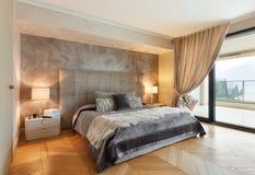 Möblerad härlig lägenhet royaltyfri bild
