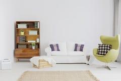 Möblerat med förälskelse för modernistiska former Royaltyfri Foto