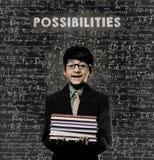 möglichkeiten Genie Little Boy, das Buch-tragende Gläser hält Stockfotografie