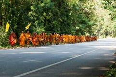 Mönch auf Pilgerfahrt Stockfoto