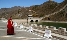 Mönch an der Chinesischen Mauer Lizenzfreie Stockfotografie