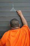 Mönch, der neues Haus, buddhistische Zeremonie salbt Stockfotografie